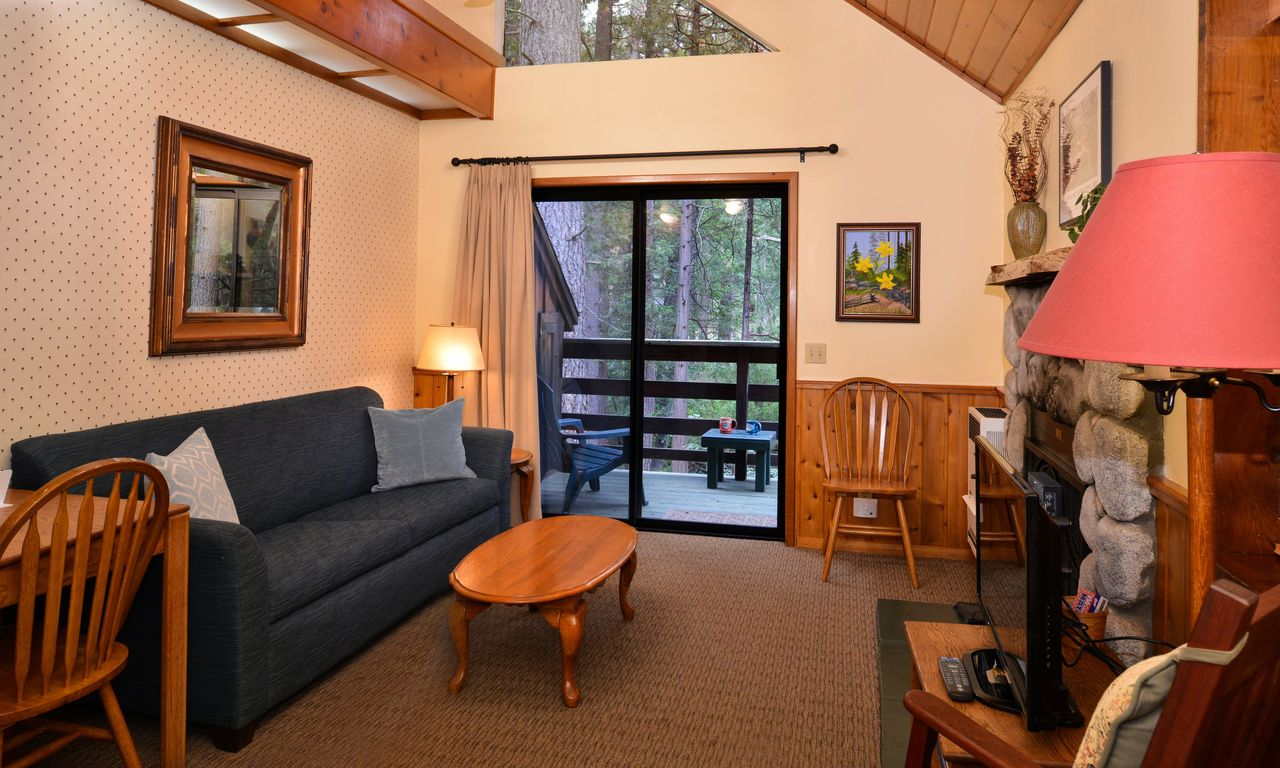 Our cabins quiet creek inn idyllwild cabin for Living room queen creek